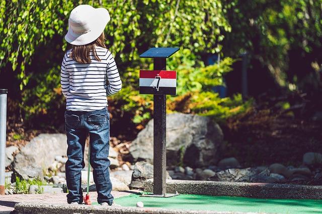 เวลาเล่นกอล์ฟระวังอย่าตีลูกให้โดนผู้เล่นคนอื่น