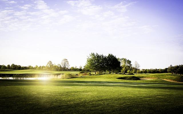 เวลาในการเคลื่อนที่ไปในสนามและเวลาตีลูกที่แนะนำในการเล่นกอล์ฟ